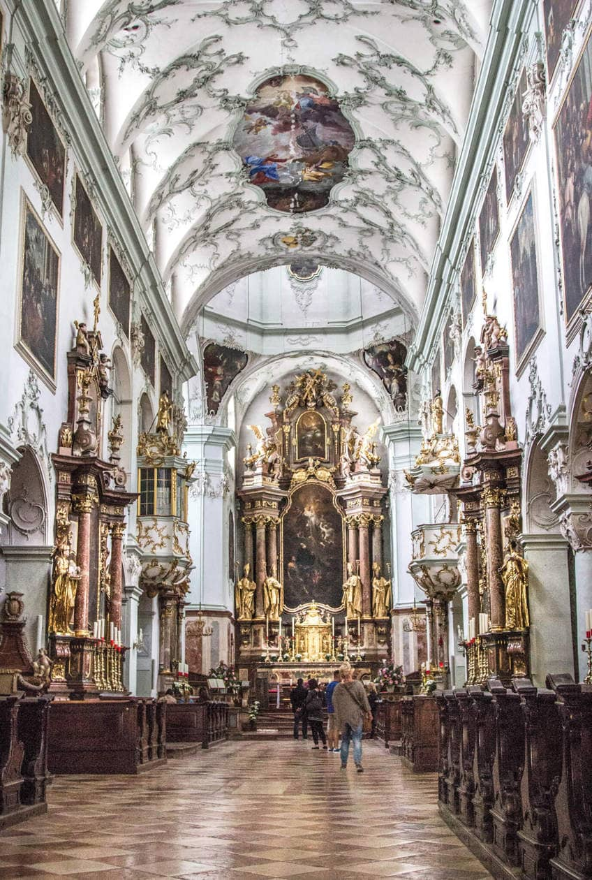 The Top 10 Things to do in Salzburg, Austria // Visit the Salzburg Cathedral