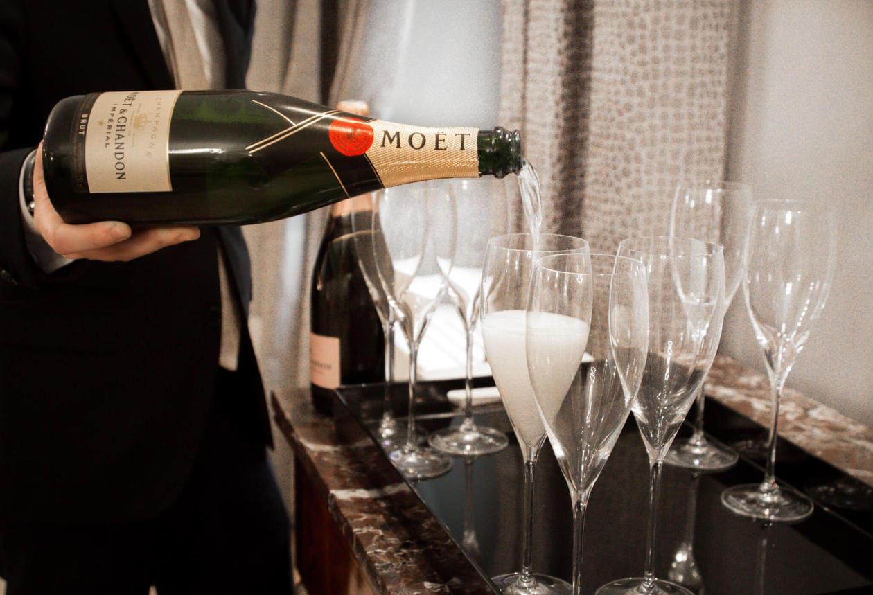 Декупаж бутылок шампанского с фотографией долин