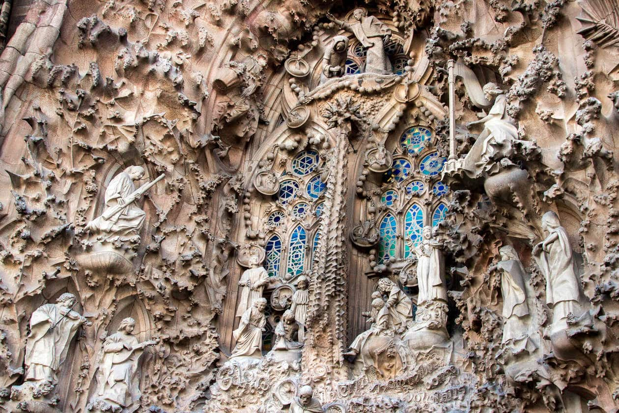 Everything you need to know for a visit to Barcelona's La Sagrada Familia. Interior & exterior photos, tips for visiting, plus the best time of day experience Antoni Gaudi's masterpiece.