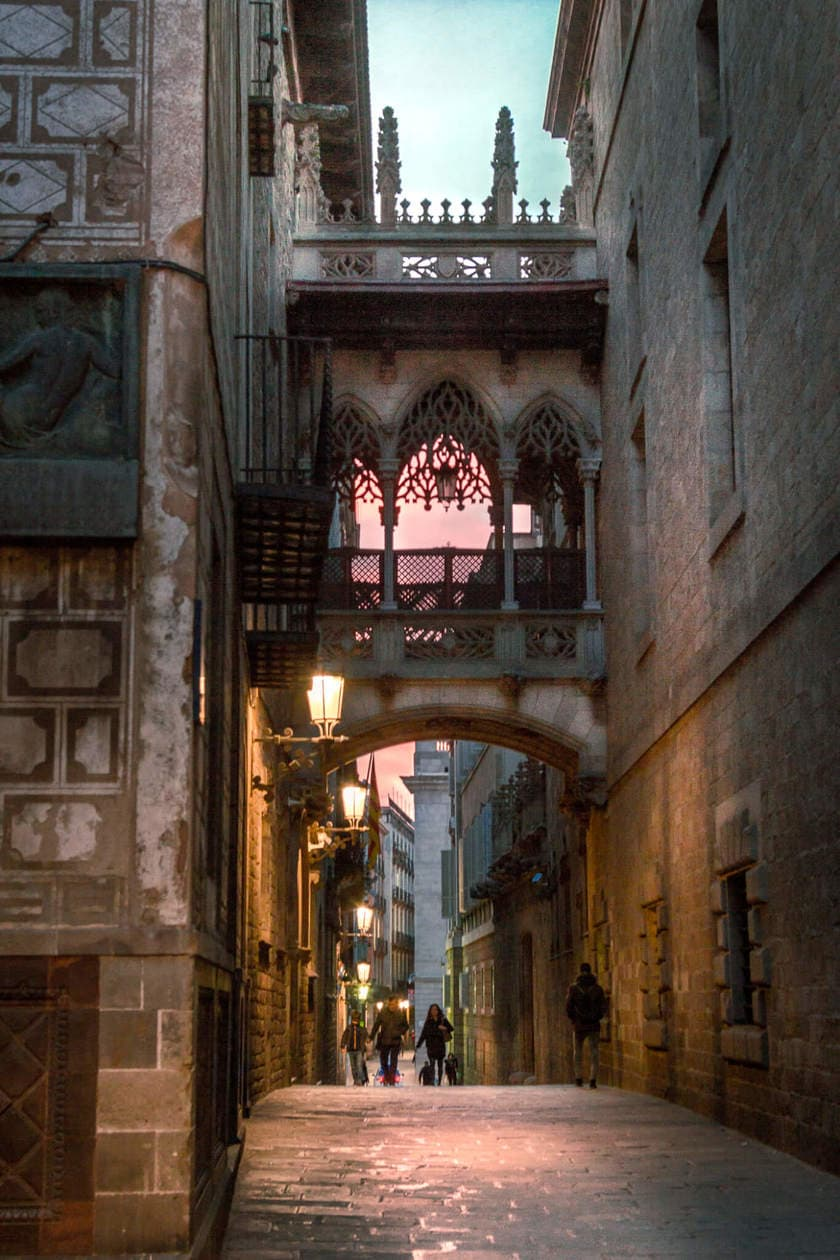 A guide to exploring Barcelona's Gothic Quarter in Spain // Discover the best things to do, which Barri Gotic restaurants to eat at, and find a Gothic Quarter hotel to fit any budget.