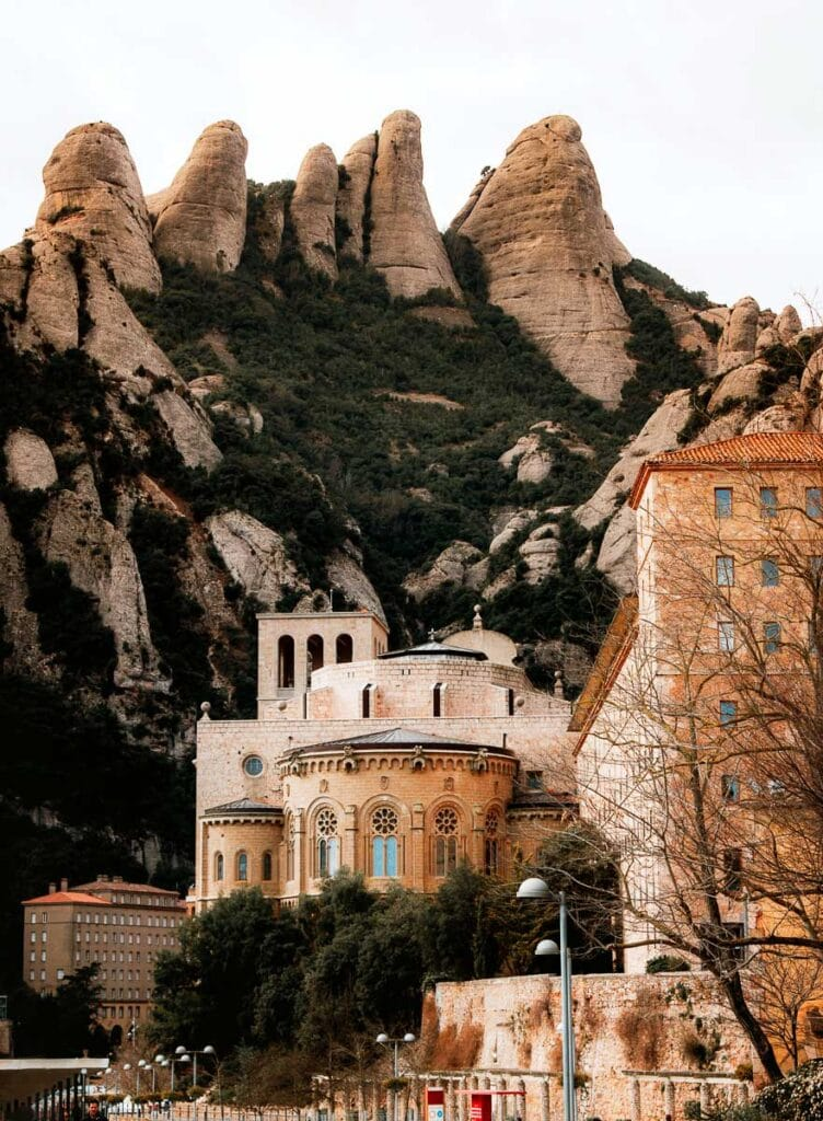 Montserrat Guided tour with Castle Experience