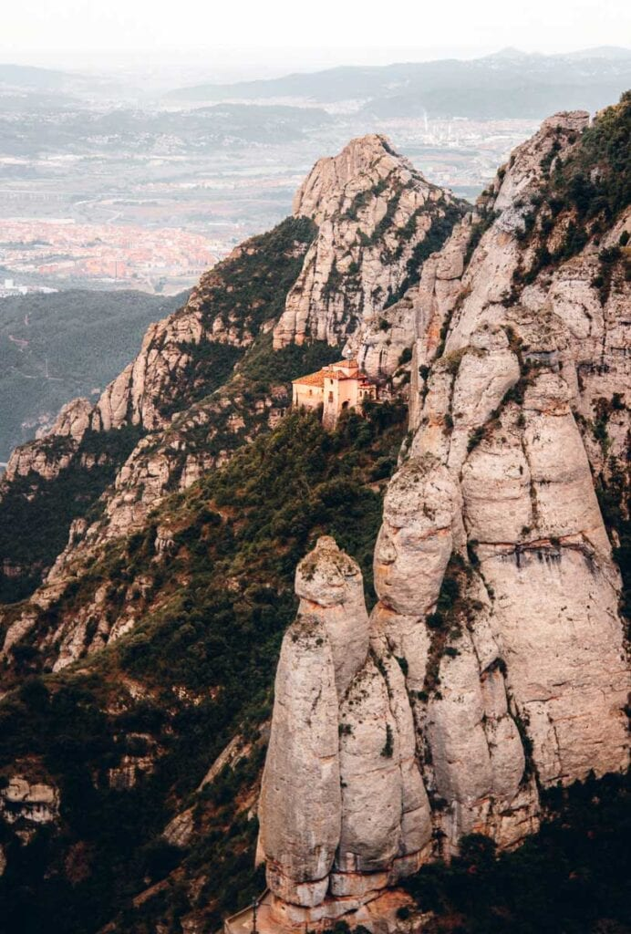 Montserrat Guided tour with Castlexperience