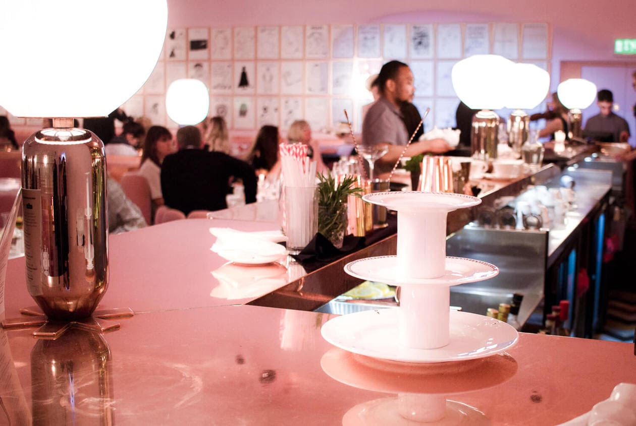Inside London's most instagrammable restaurant. Sketch London houses 4 restaurants, including the famous pink cafe, The Gallery. Keep reading for visitor information, photos prices and more.