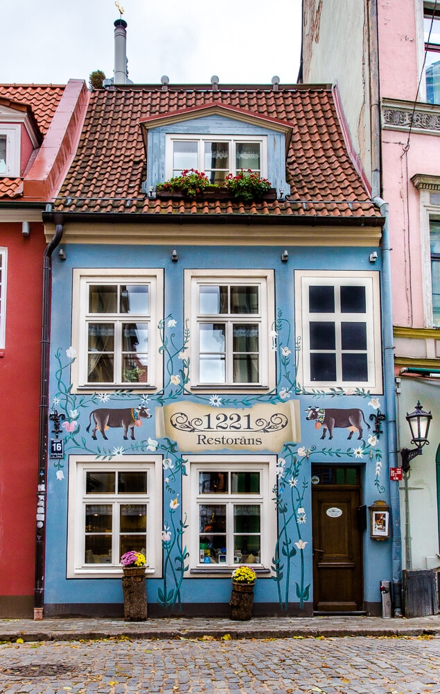 20 Pictures of Riga to Inspire You to Visit // 1221 Restaurant