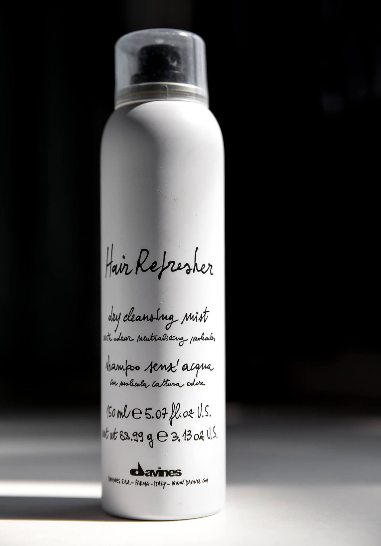 Davines Hair Refresher is one of the best dry shampoos to effectively eliminates oil, leaving your hair feeling clean with an added touch of volume at your roots. Keep reading for photos and a full review.