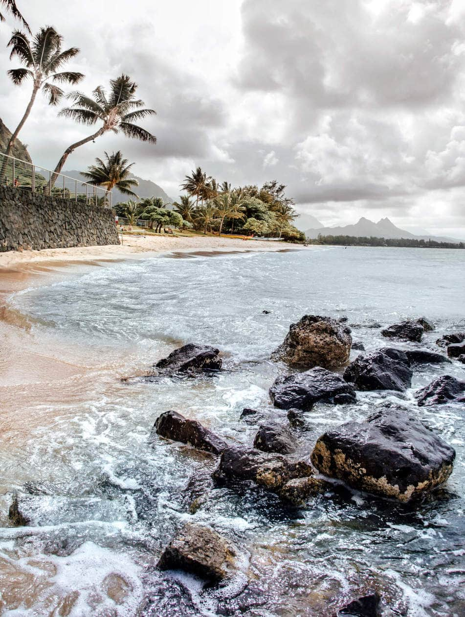 20 beautiful pictures of Oahu, Hawaii that capture all of the Aloha vibes; from jungle waterfalls, white sand beaches and colorful sunsets, keep reading to ignite your wanderlust and inspire your next visit to the Hawaiian Islands.