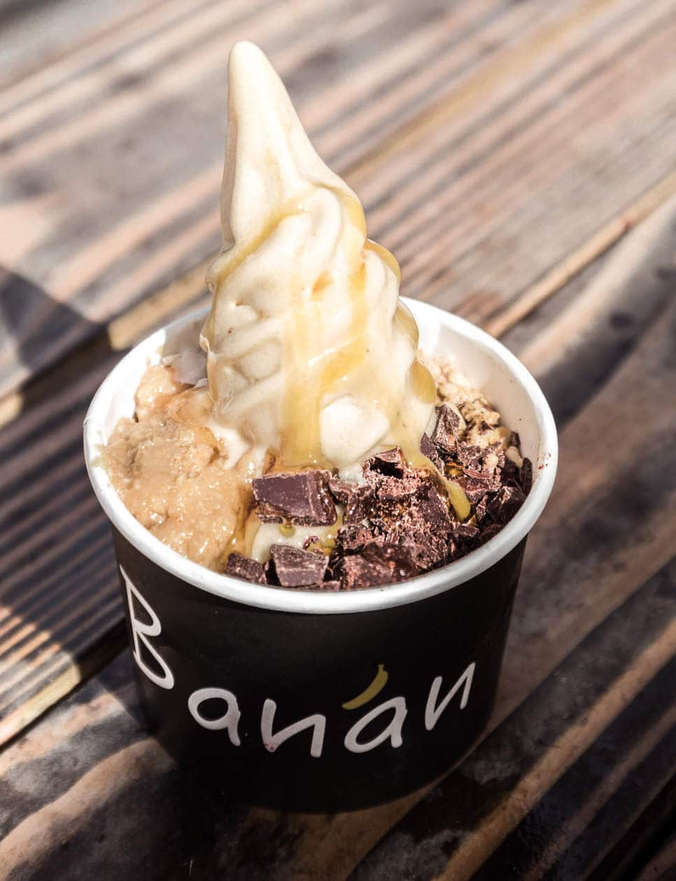 Banan Soft Serve // From locally sourced (instagrammable) banana soft serve, to a hole in the wall deli serving up the best kimchee pancakes. Discover where to find the best pizza and poke in Oahu, and the best breakfast in Waikiki. Keep reading for 6 of the best off the beaten path places to eat in Oahu.