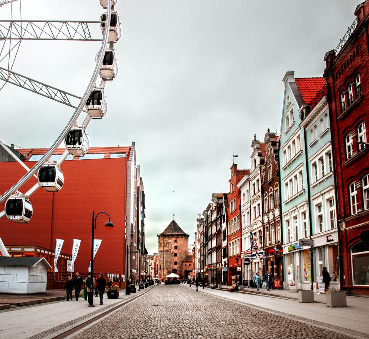 Ulica Stagiewna // There is no shortage of picturesque views, cozy streets and Instagrammable photo spots in Gdansk, Poland. Click to discover my top 6 streets for photo inspiration in Old Town.