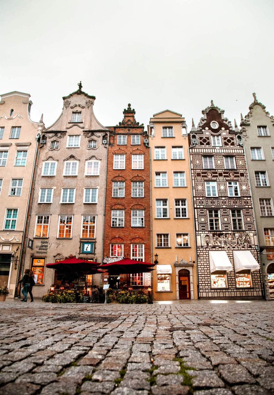 Ulica Dluga // There is no shortage of picturesque views, cozy streets and Instagrammable photo spots in Gdansk, Poland. Click to discover my top 6 streets for photo inspiration in Old Town.