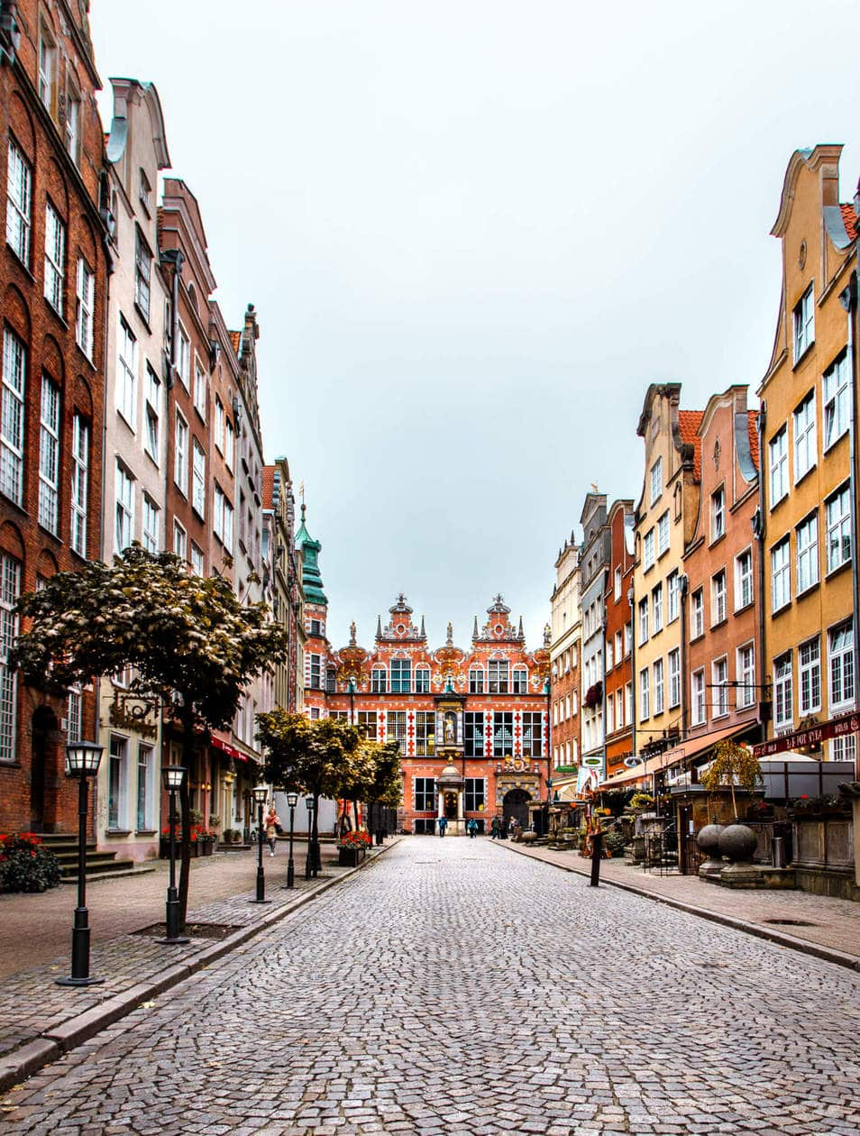 Piwna Street // There is no shortage of picturesque views, cozy streets and Instagrammable photo spots in Gdansk, Poland. Click to discover my top 6 streets for photo inspiration in Old Town.