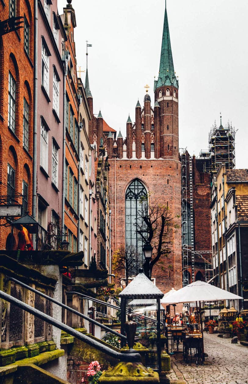 Everything you need to know to spend a weekend in Old Town Gdansk. Discover what to do, where to stay, which bars to visit, plus tips for visiting and tons of Gdansk photography to inspire your trip. Click to discover Poland's Pearl of the North.