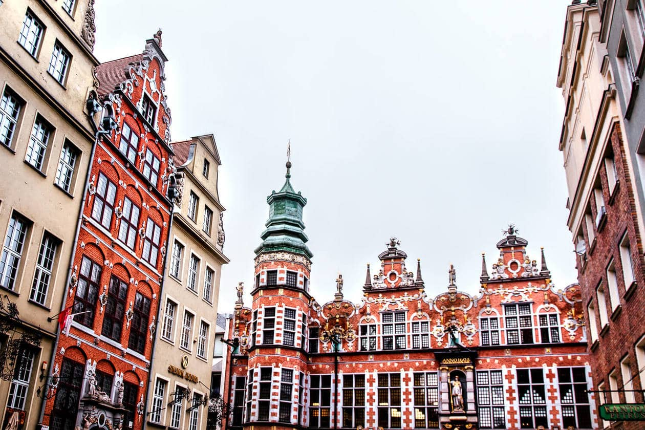 Ulica Piwna // There is no shortage of picturesque views, cozy streets and Instagrammable photo spots in Gdansk, Poland. Click to discover my top 6 streets for photo inspiration in Old Town.