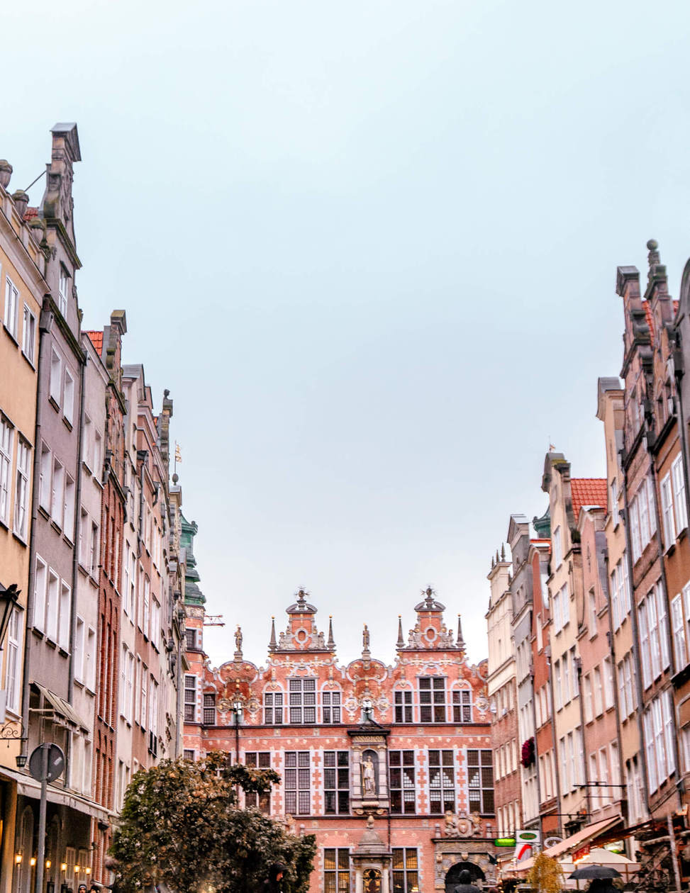 Piwna Street // Everything you need to know to spend a weekend in Old Town Gdansk. Discover what to do, where to stay, which bars to visit, plus tips for visiting and tons of Gdansk photography to inspire your trip. Click to discover Poland's Pearl of the North.