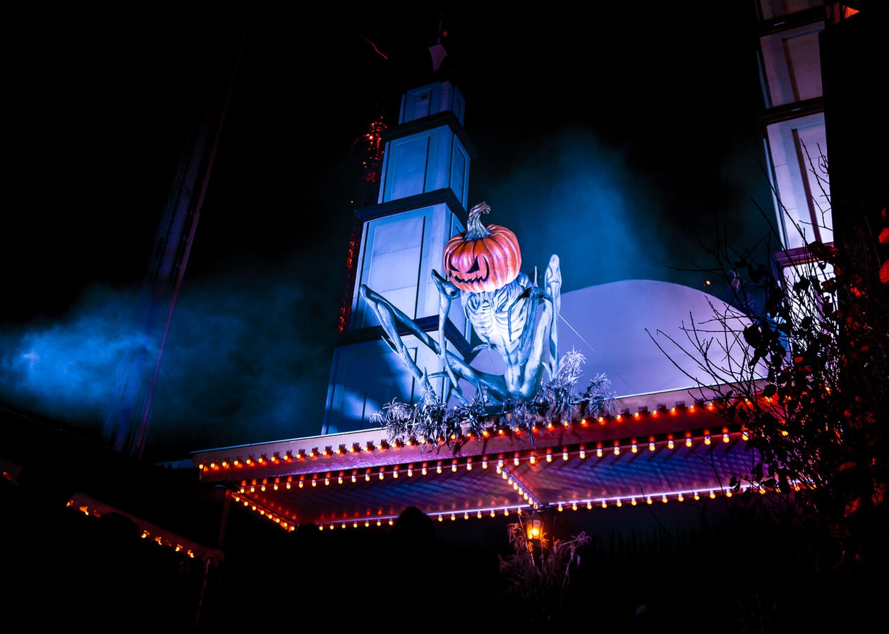 Celebrate Halloween in Stockholm, Sweden by visiting the Grona Lund Halloween park on Djurgarden (it's kid friendly too!). From haunted houses to amusement park rides & evil spirits, here's what to expect during your visit.