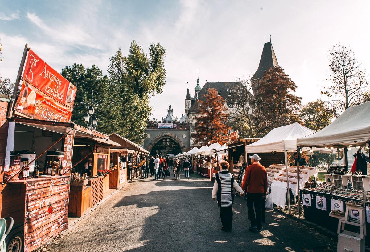 Vajdahunyad Castle market