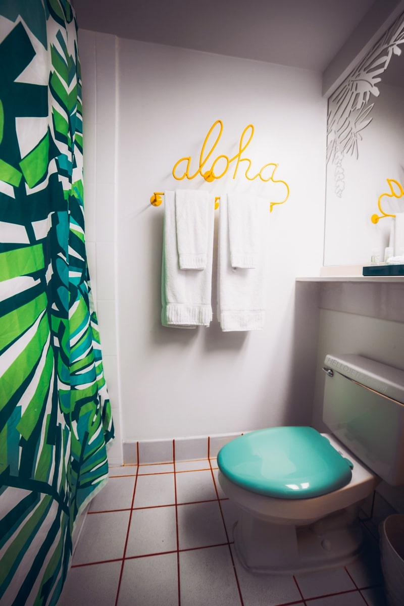 Waikiki Shoreline Hotel Bathroom